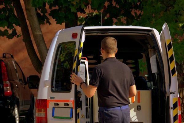 Transporter beim Entladen